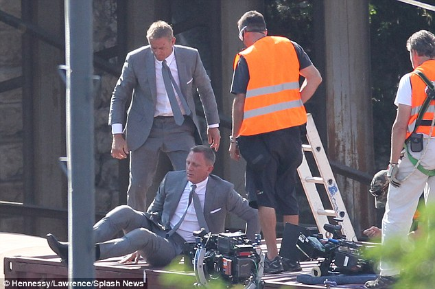 Daniel Craig Films Train Stunt Sequence In Adana, Turkey For