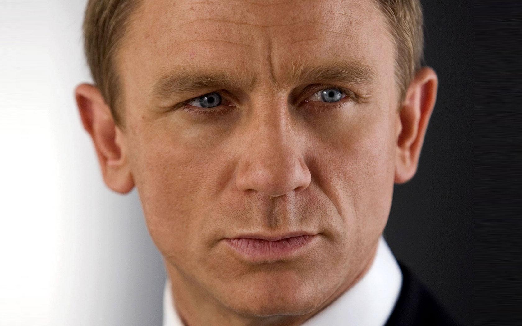 Daniel Craig Contracted For 2 More Bond Films!!! Daniel Craig